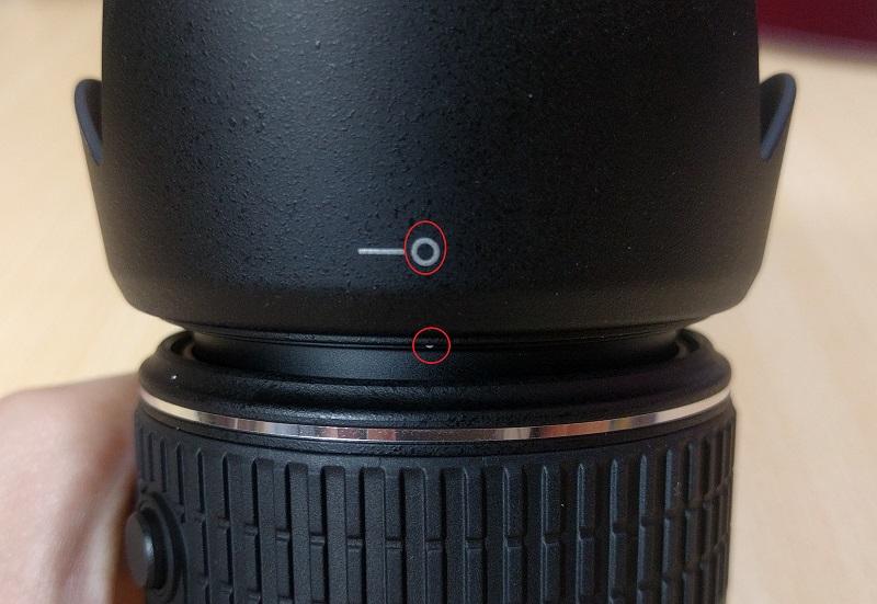 レンズフード(HB69)をD5500(赤)を付け終わったところ
