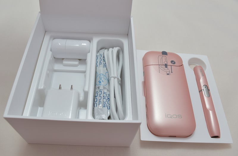 iQOS(アイコス)の限定色Rosé Pink(ロゼピンク)の付属品たち