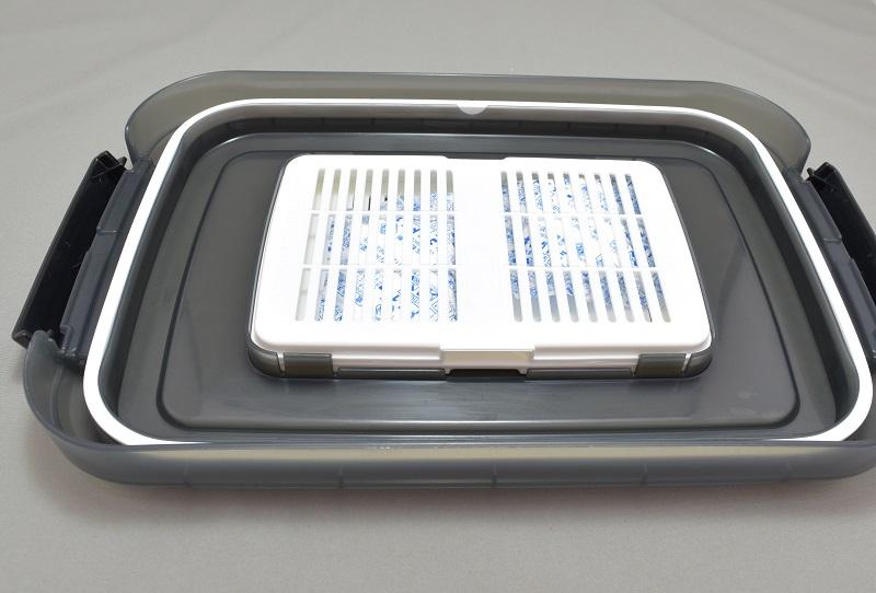 d5500のHAKUBA ドライボックスNEO 5.5Lのフタの裏に乾燥剤を入れておける