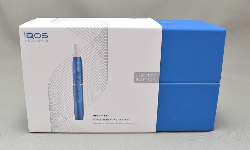 アイコスの限定色サファイアブルーの外箱はスライドして開けるタイプだった