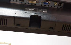 ASUSのVC239Hの台座を外して最後にカバーをはめる
