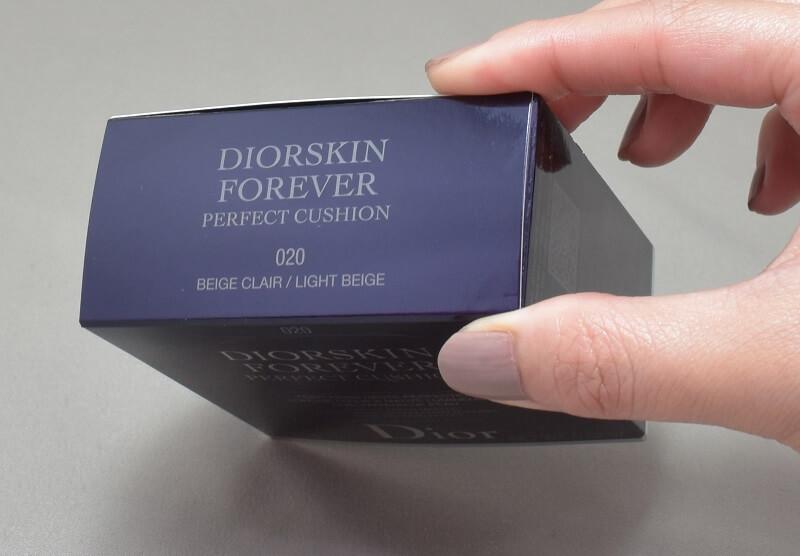 ディオールスキンフォーエヴァークッション020の外箱上側