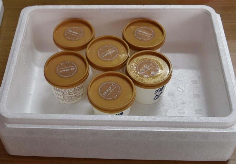 アイスクリームを発送する時の入れ物に入れてみた