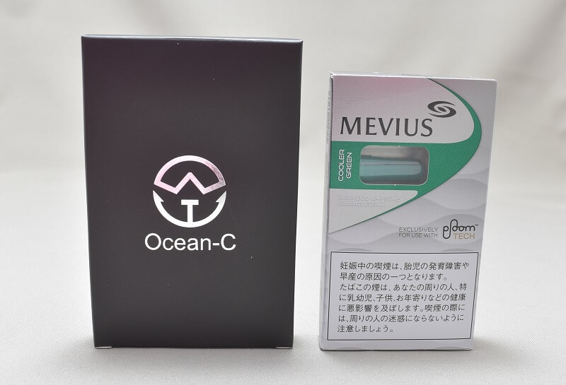 プルームテックの互換バッテリー「Ocean-C」をカプセルと並べて大きさの比較