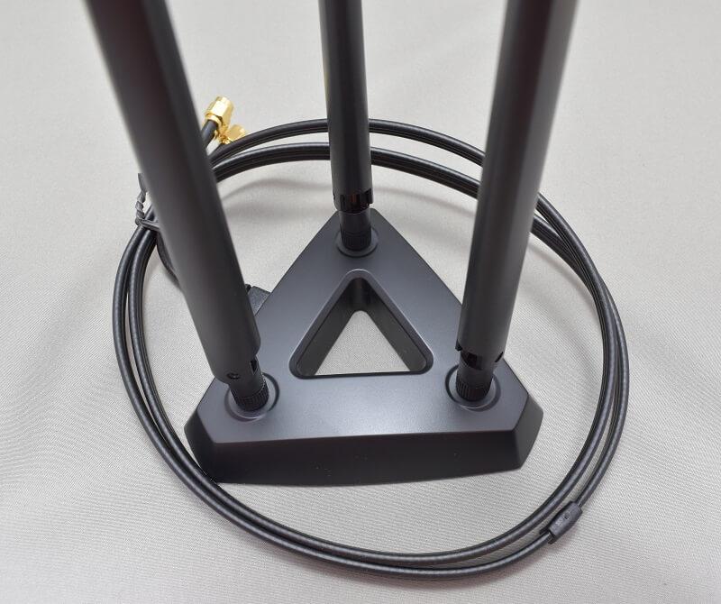 ASUSの「PCE-AC68」のアンテナをセット