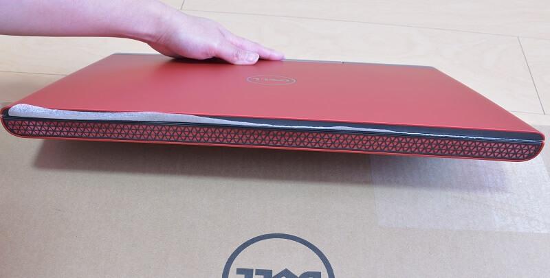 Dell / Inspiron 15 7000 (7567) Gaming プラチナの正面のアミアミ