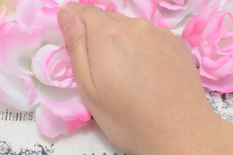 ディオールスキン/ヌードエアーパウダーコンパクト#002を手の甲に塗ってみた!