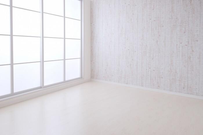 アイコスを部屋の中で吸ったら、壁紙とかは大丈夫なの?