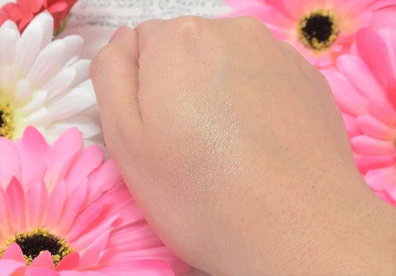 エクセル/シャイニーシャドウN#SI01を手の甲に塗って角度を変えてみた!