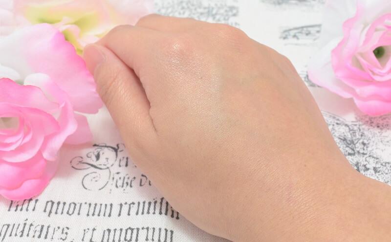 ディオールスキンのフォーエヴァー&エヴァーベースを手の甲に塗ってみた