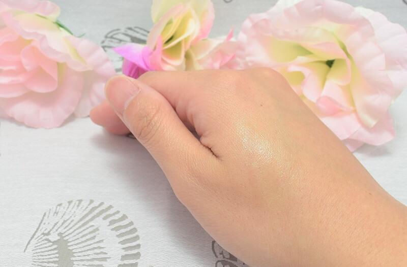 ビオレ/薬用デオドラントZ(ロールオンタイプ)を手の甲に塗ってみた!