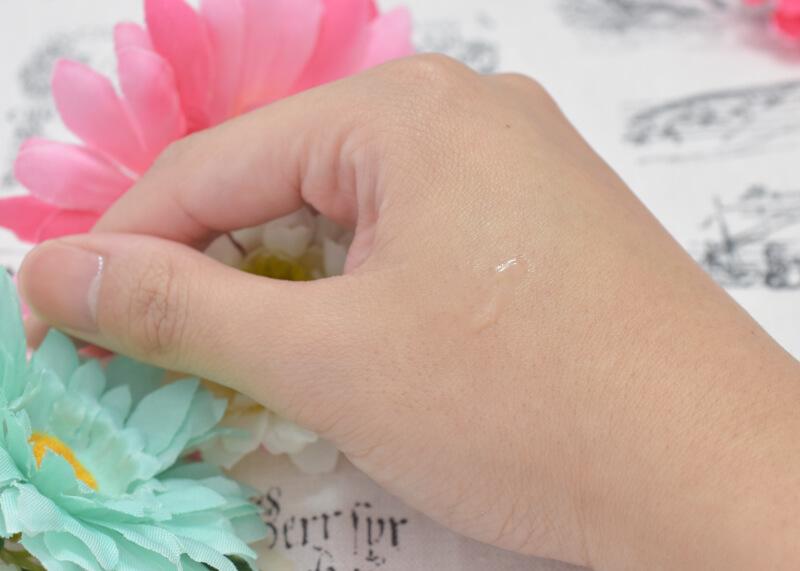 ディアモスト アイラッシュ(まつ毛美容液)を手の甲に塗ってみた