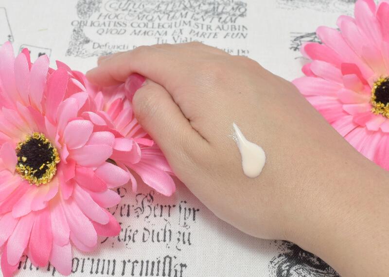 ソフィーナ プリマヴィスタ 皮脂くずれ防止化粧下地(旧)を手の甲に塗ってみた