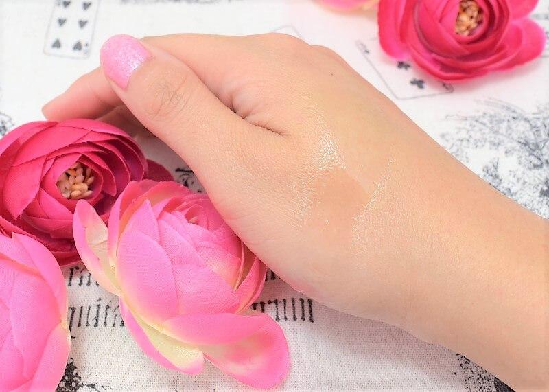 薬用美白オイル(BIHAKU)を手の甲に塗ってみた