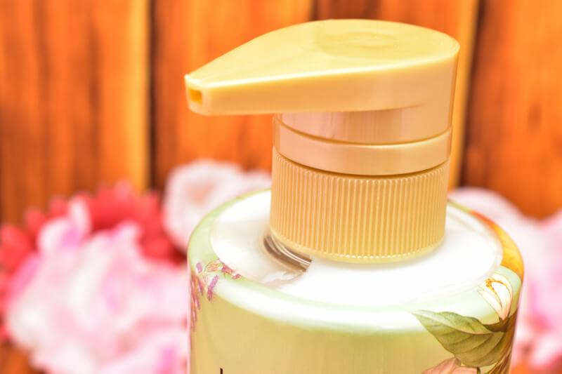 ロレアルパリ エクストラオーディナリー オイル ラ クレム ラヴォン クレンジングクリーム(ノープー) ボタニカルの本体ボトルのシャンプー口