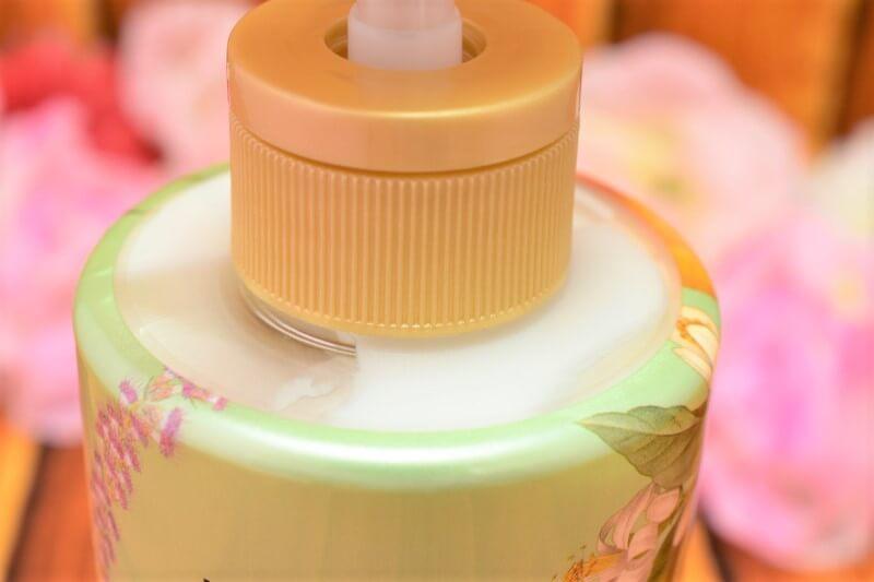 ロレアルパリ エクストラオーディナリー オイル ラ クレム ラヴォン クレンジングクリーム(ノープー) ボタニカルの本体ボトルは透けていて残量がよく見える