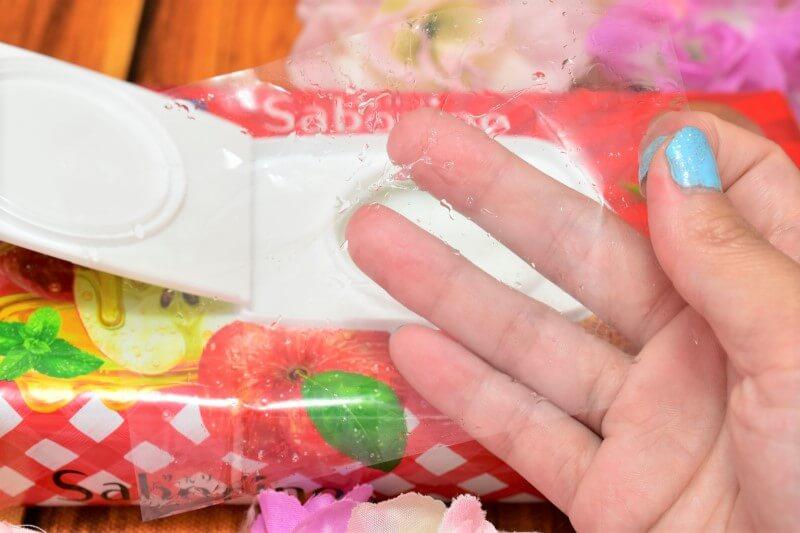 サボリーノ 目ざまシート 豊潤果実の濃密タイプの中に入ってた乾燥防止のフィルム