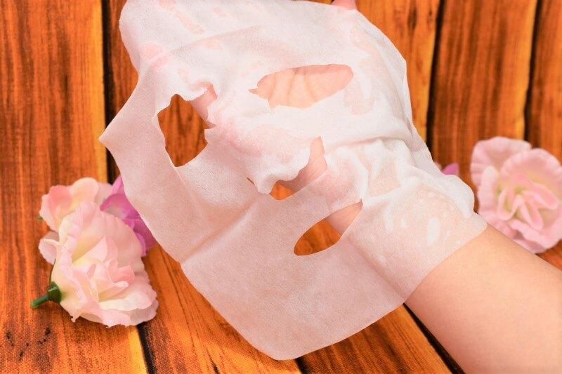サボリーノ 目ざまシート 豊潤果実の濃密タイプのフェイスマスクを広げてみた
