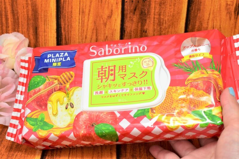 サボリーノ 目ざまシート 豊潤果実の濃密タイプのパッケージを手に持ってみた