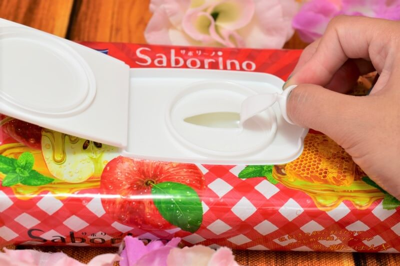 サボリーノ 目ざまシート 豊潤果実の濃密タイプの中蓋を開けてる様子1