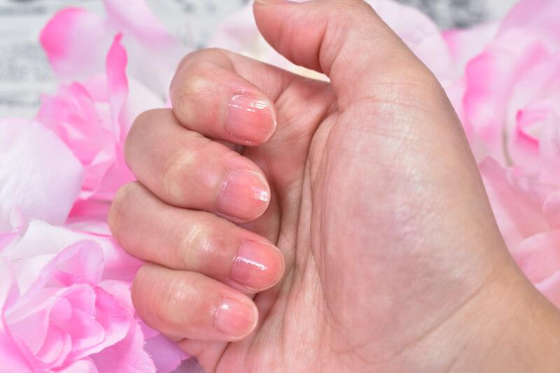 ネイリスト ナチュラルティントネイル(ピンク)を爪に塗ってみた様子