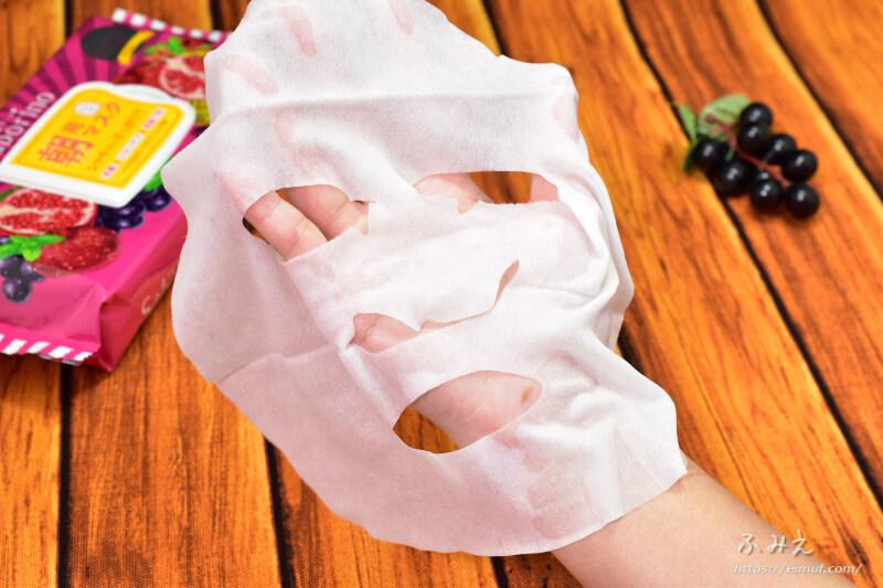 サボリーノの期間限定目ざまシート 完熟果実の高保湿タイプ(ミックスベリーの香り)のフェイスマスクを広げてみた
