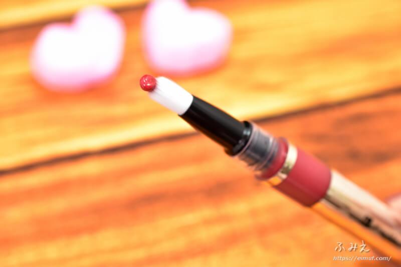 キスミーフェルムの紅筆リキッドルージュ #05(華やかなレッド)を筆先に出してみた
