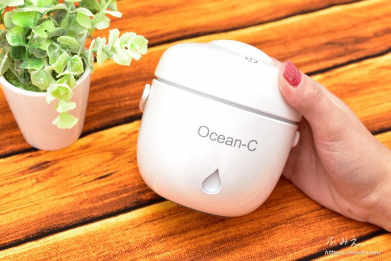 Ocean-Cの「卓上超音波USB加湿器」本体を手に持ってみた