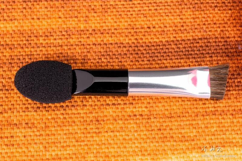 デイキープアイブロウパウダー#01(ライトブラウン)に付属のチップ&ブラシ