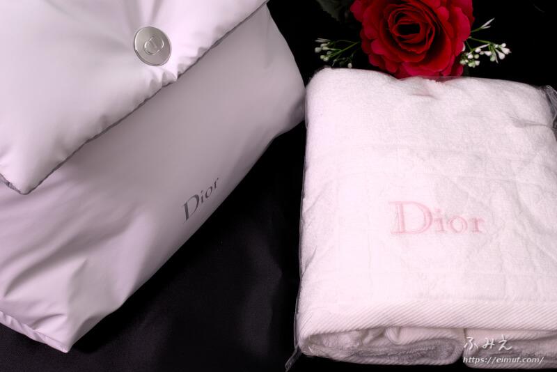 1月1日から1回の購入で18,000円(税抜)以上購入で、ポーチとタオルがもらえます