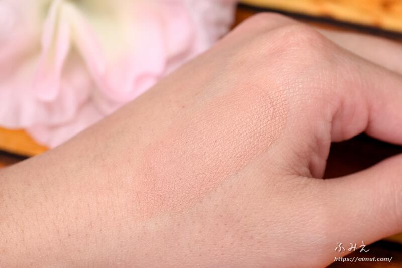 セザンヌ シェーディングスティック #02(マットブラウン)を手の甲に塗ってみた