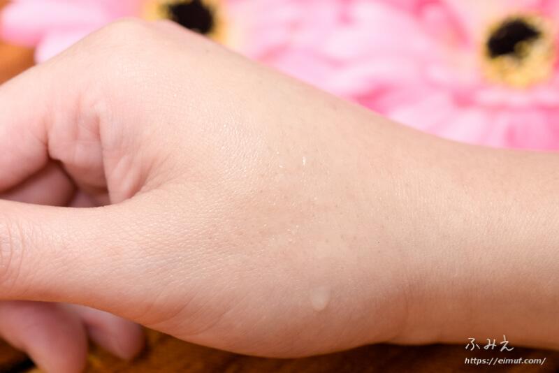 dプログラム アレルバリア ミスト(敏感肌用化粧水)を手の甲に塗ってみた