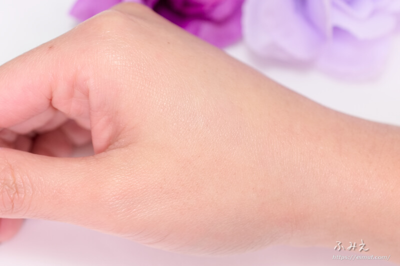 ベネフィーク ハイドロUVジーニアス(UV&IR) を手の甲に塗り伸ばしてみた