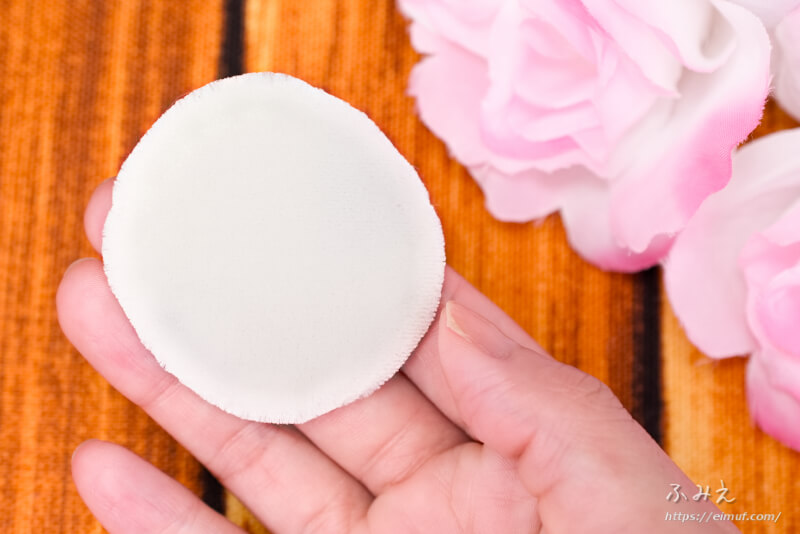 トランシーノ 薬用UVパウダー 付属のパフの肌に触れる面