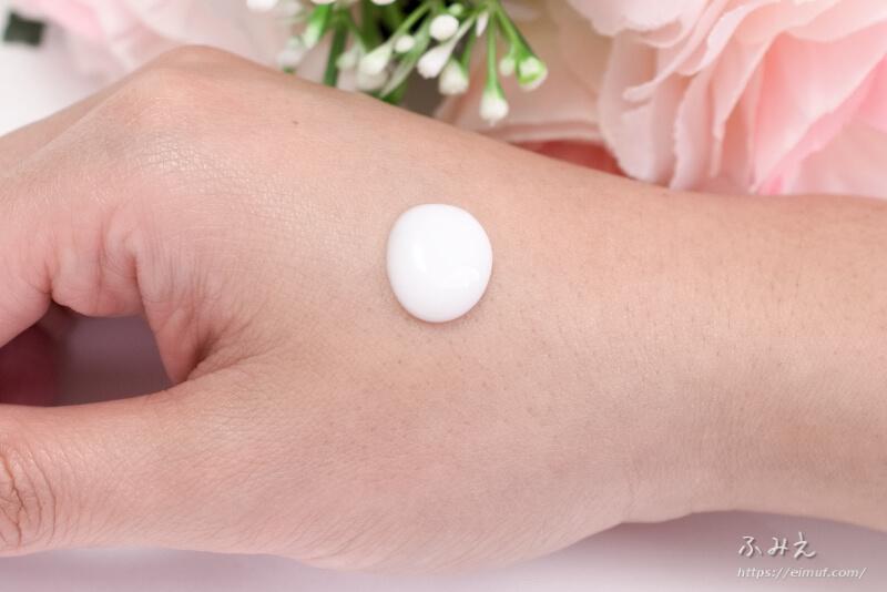 無印良品 敏感肌用 薬用美白美容液 を手の甲に塗ってみた