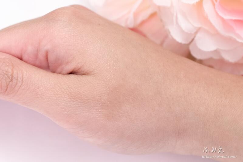 ミスディオール ボディスプレー(ボディ用化粧水) を手の甲に塗ってみた