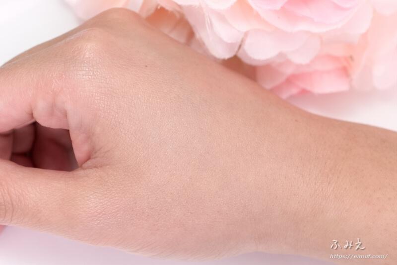 プラワンシー BB+CCクリーム(ミニサイズ) を手の甲に塗り広げてみた