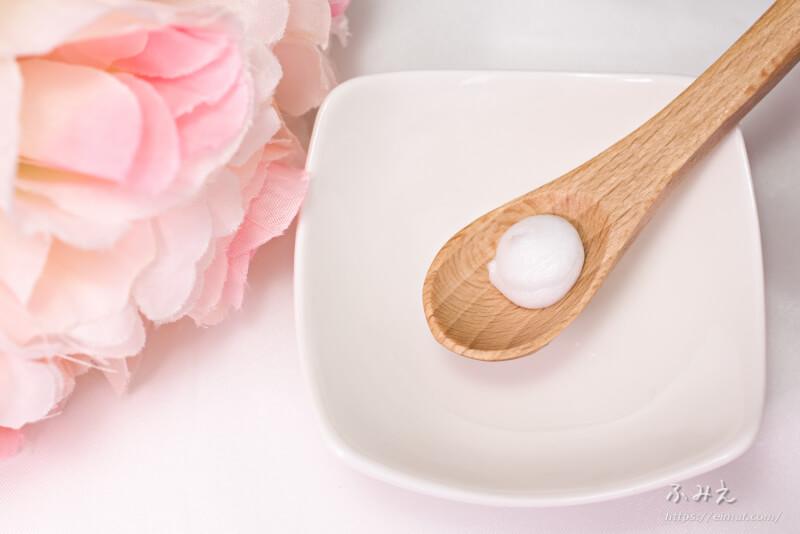 イヴ ハトムギ洗顔フォーム をスプーンに出してみた