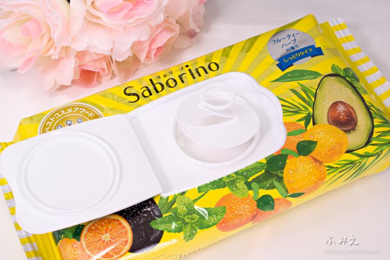 サボリーノ 目ざまシート しっとりタイプ(フルーティーハーブ) パッケージの内フタを開けている様子