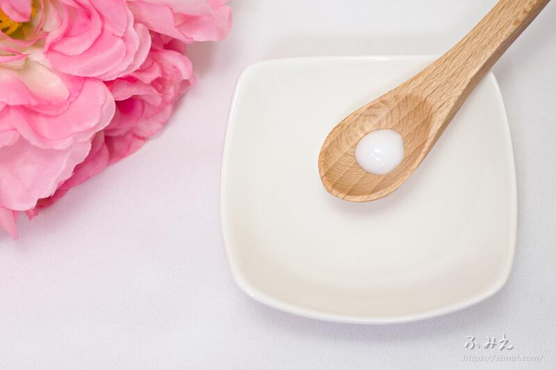 ビオレu お風呂で使う うるおいミルク(やさしいフローラルの香り) をスプーンに出してみた