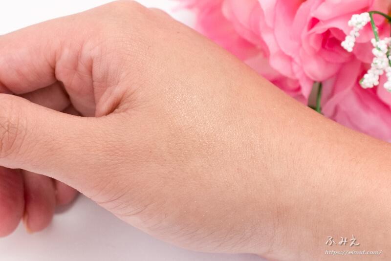ピュアスマイル デリシャスリップクリーム (ネクターの香り) を手の甲に塗ってみた