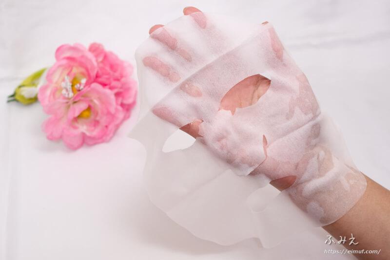 サボリーノお疲れさマスク (ミルクベリーの香り) を手のひらに広げてみた