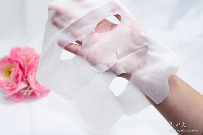 &Habit ブラックティーコンブチャシートマスク を手のひらに広げてみた