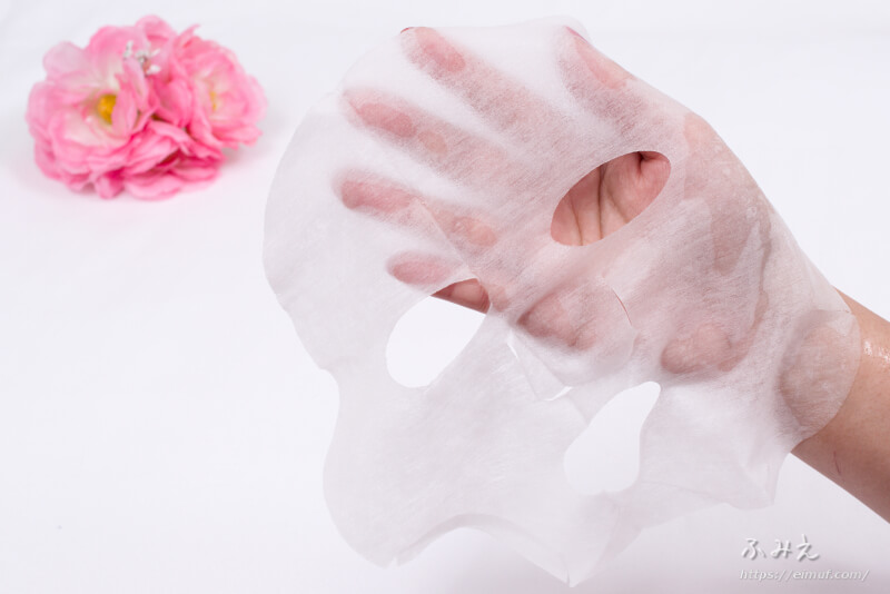 プリュ プラセンタモイスチュアマスク を手のひらに広げてみた