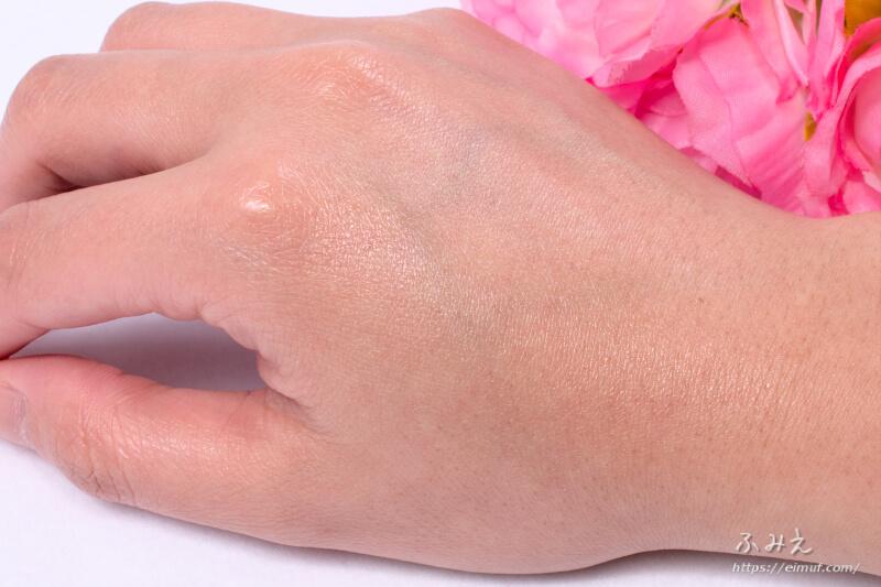 サボリーノ おはようサンカット UVスプレー を手の甲に塗ってみた