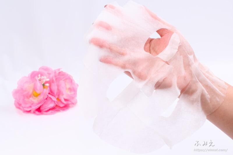 京びあん フェイスマスク桜(はんなりさくらの香り) を手のひらに広げてみた