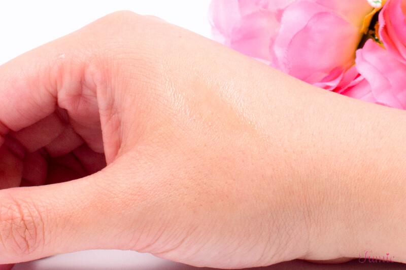 ユーアップ デトランスα(ストロング) を手の甲に塗ってみた