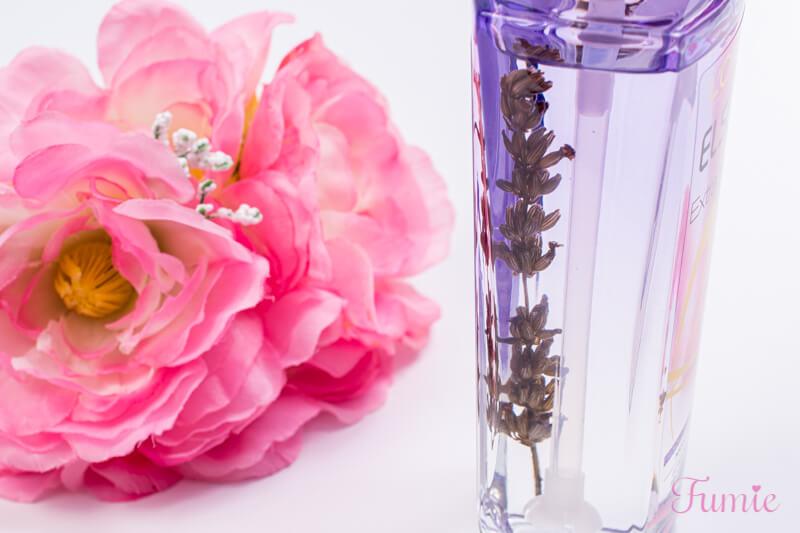 ロレアルパリ エクストラオーディナリーオイル ナイト ラベンダー ヘアオイル ビンの中の花