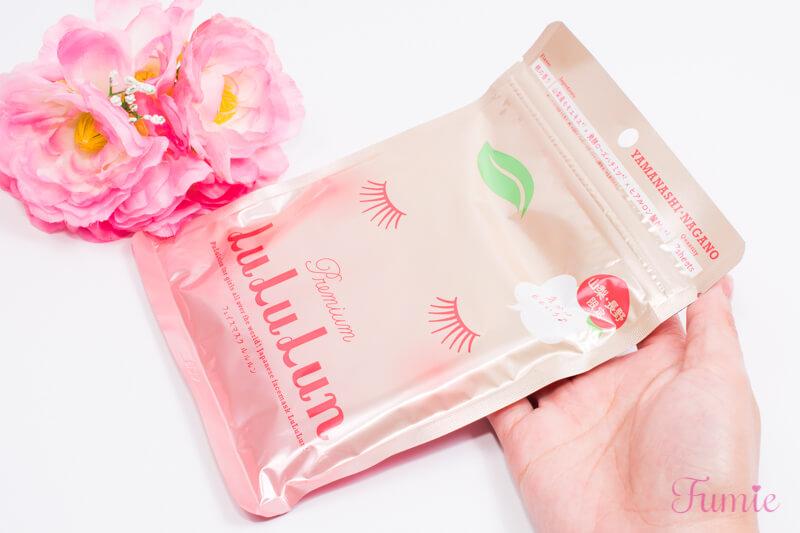 山梨・長野のプレミアムルルルン(桃の香り) 7枚入り パッケージを手に持ってみた