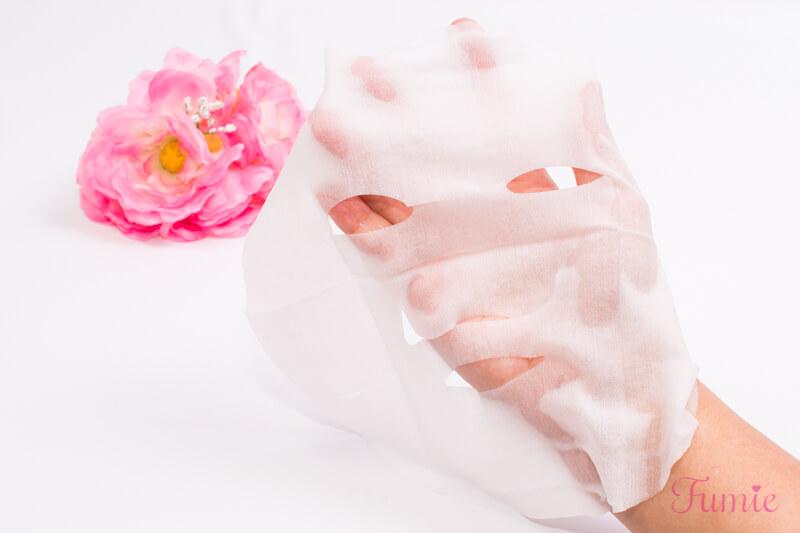山梨・長野のプレミアムルルルン(桃の香り) を手のひらに広げてみた